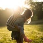 Chłopiec czy dziewczynka? Jak starsze rodzeństwo ma wpływ na młodsze?