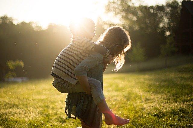 Dziewczynka i chłopiec - rodzeństwo